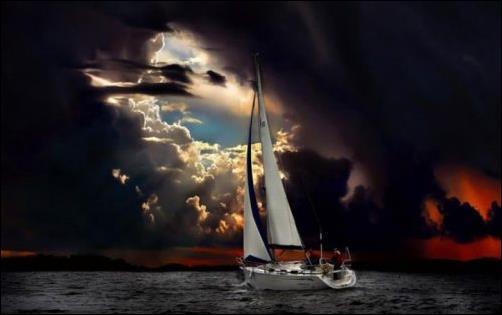 Zeilboot_ Donkere Wolken
