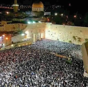 de-joodse-muur-bij-avond