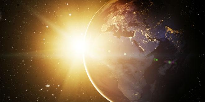 de-zon-komt-op-achter-de-aarde
